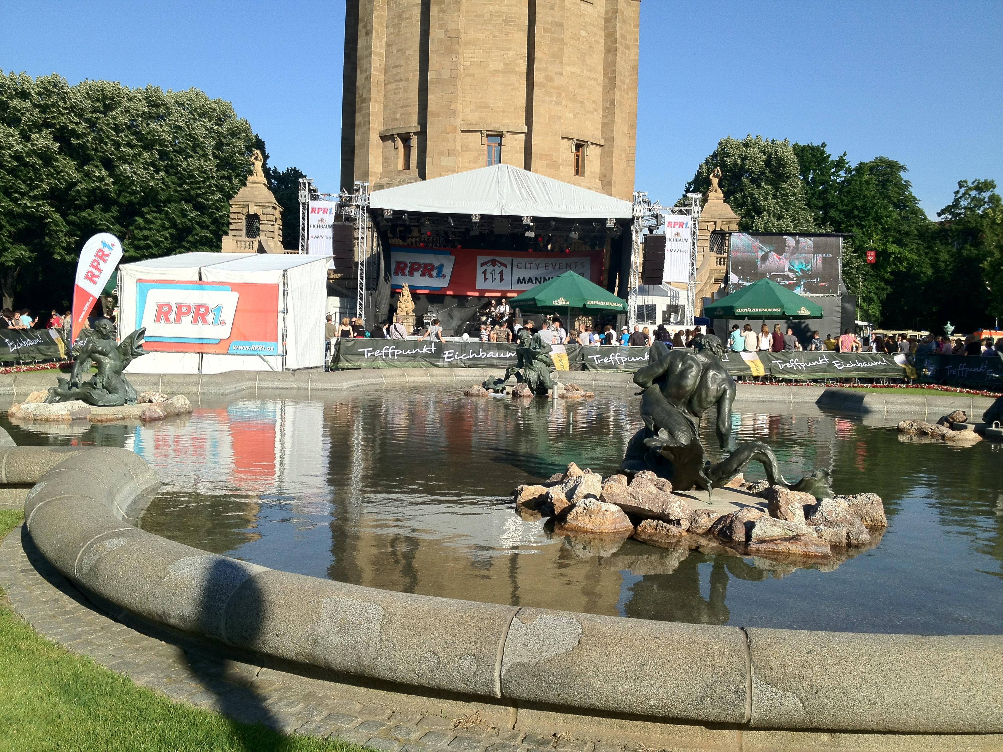 Die RPR Bühne auf dem Mannheimer Stadtfest am frühen Nachmittag
