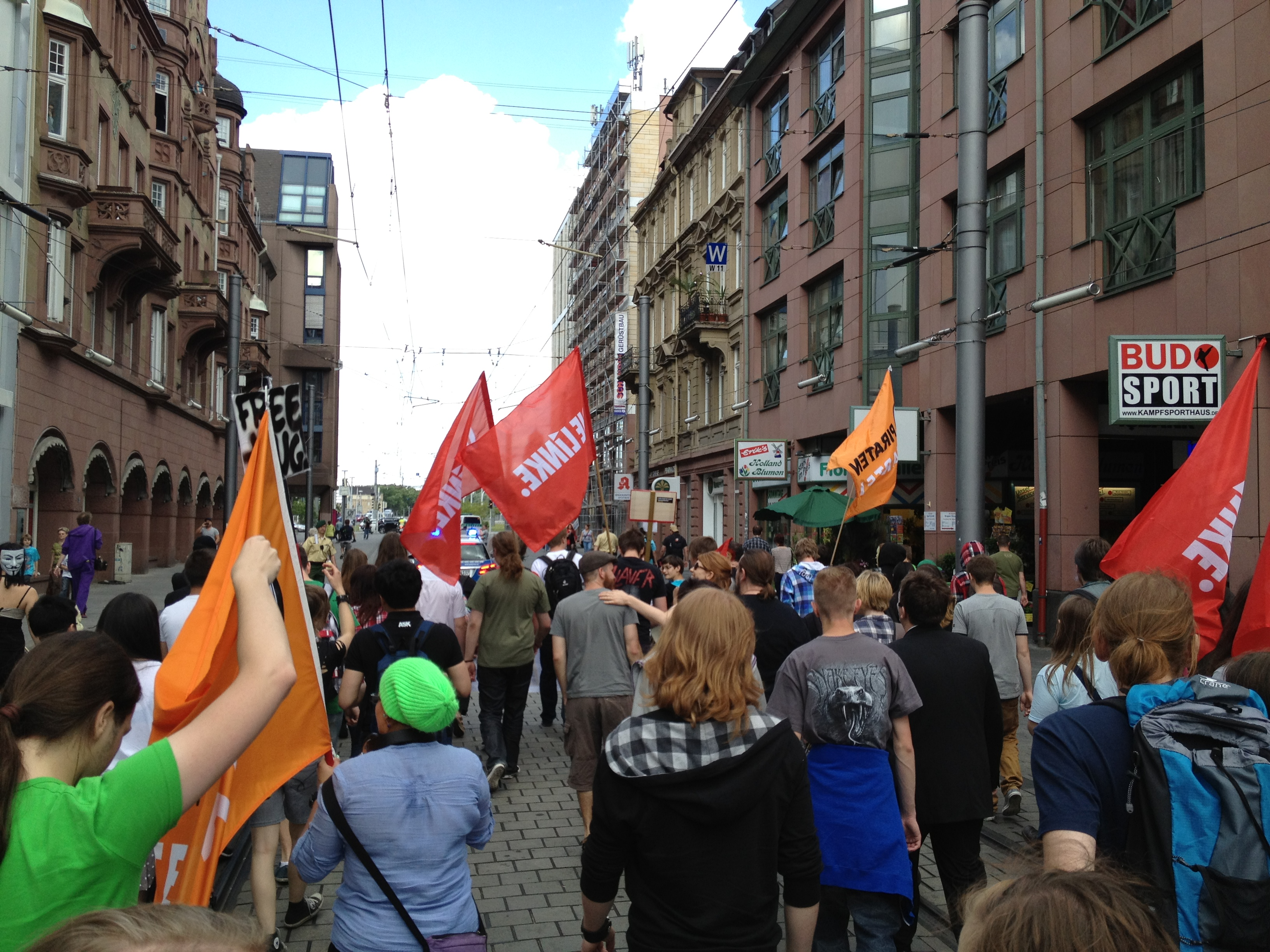 Demozug auf dem Weg zur Alten Feuerwache in Mannheim