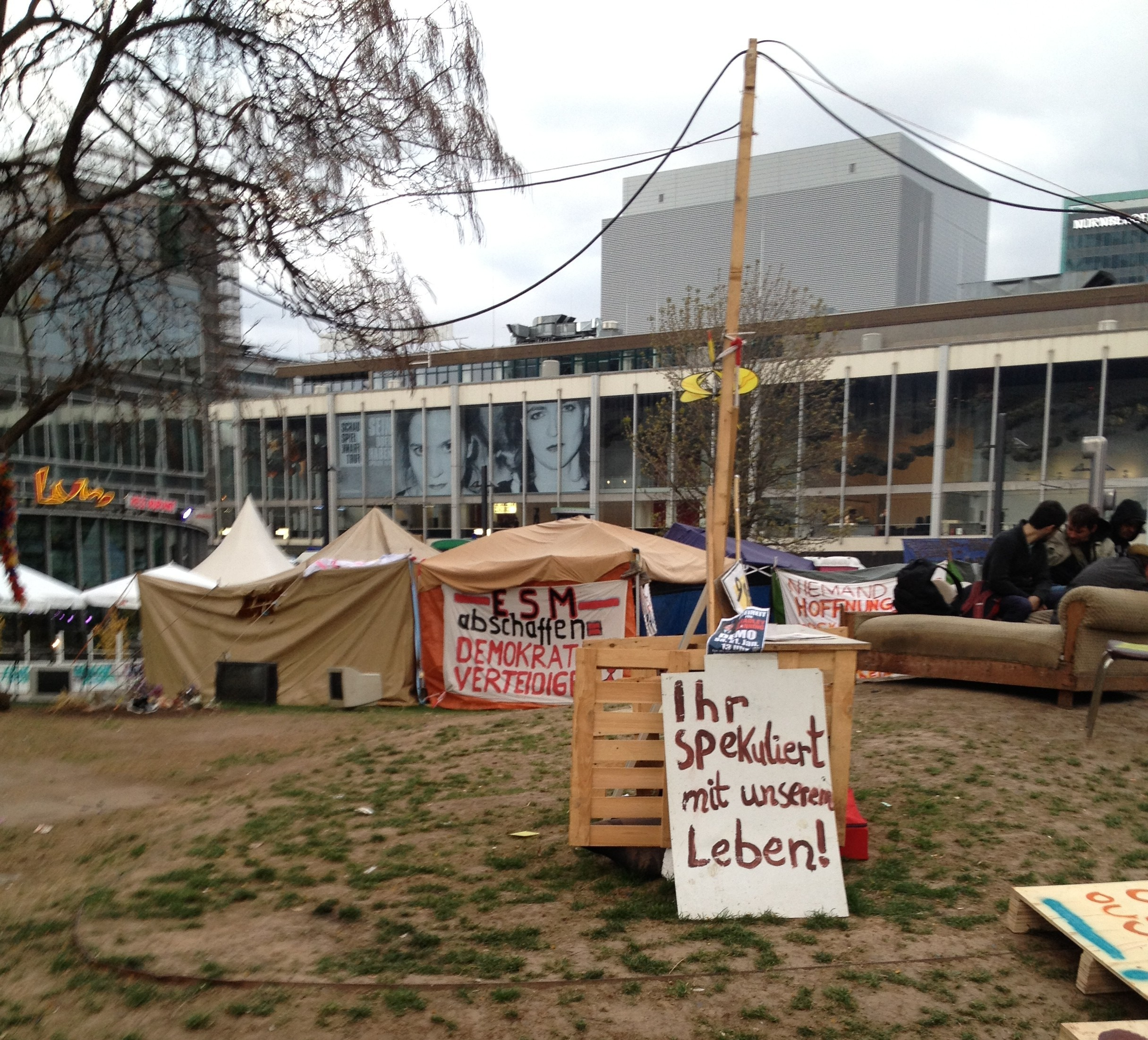 Occupy Camp in Frankfurt am Tag der M31 Demo