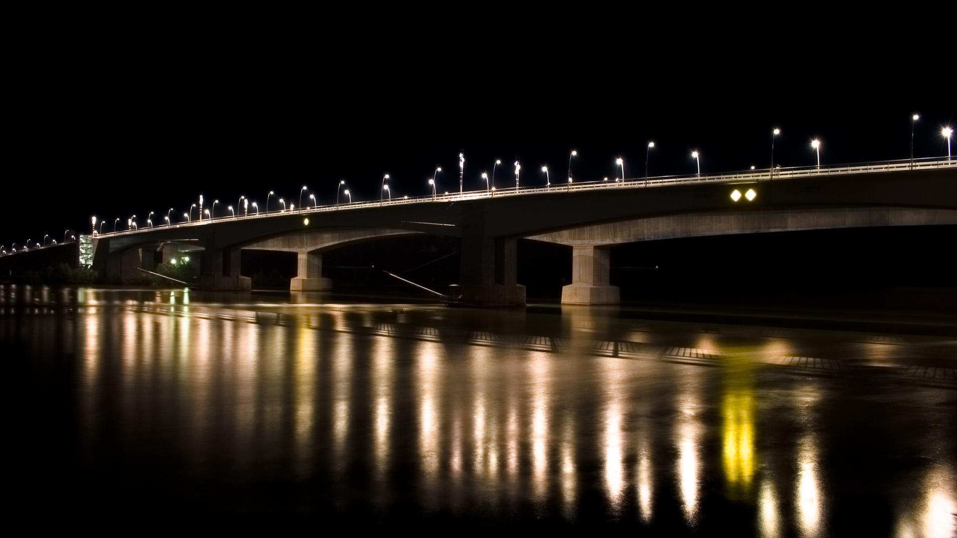Die Wormser Rheinbrücke bei Nacht