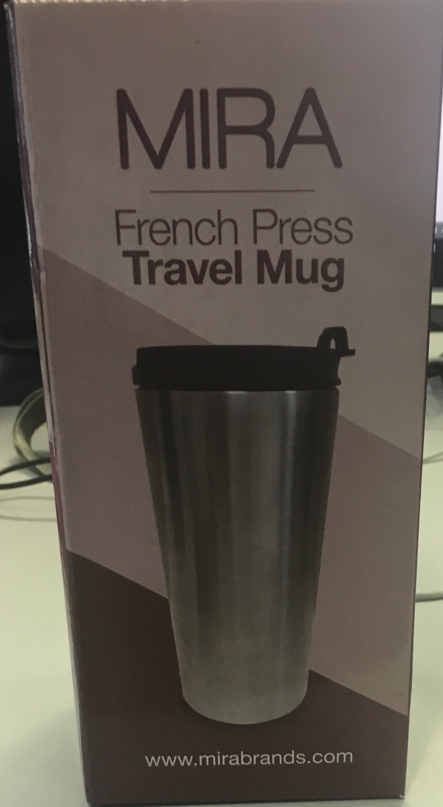 Isolierbecher mit eingebauter French Press